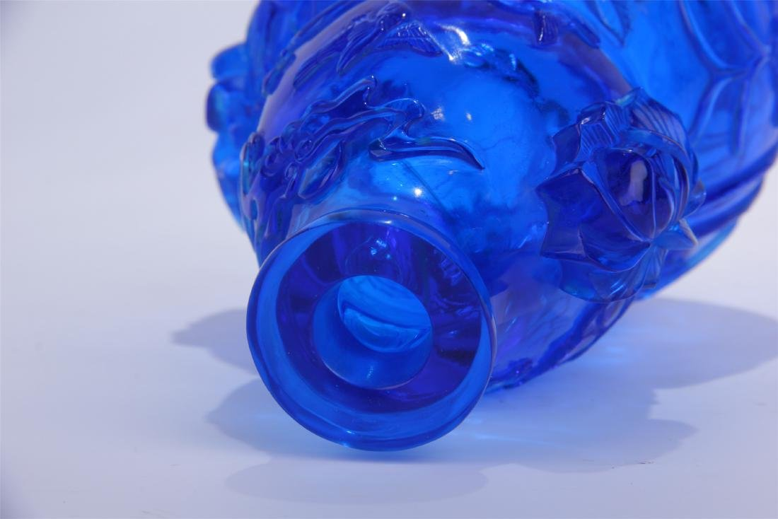CHINESE BLUE PEKING GLASS CARVED SNUFF BOTTLE - 5