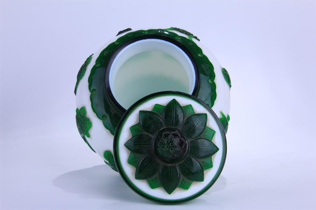 CHINESE DOUBLE COLOR GREEN AND WHITE PEKING GLASS - 5