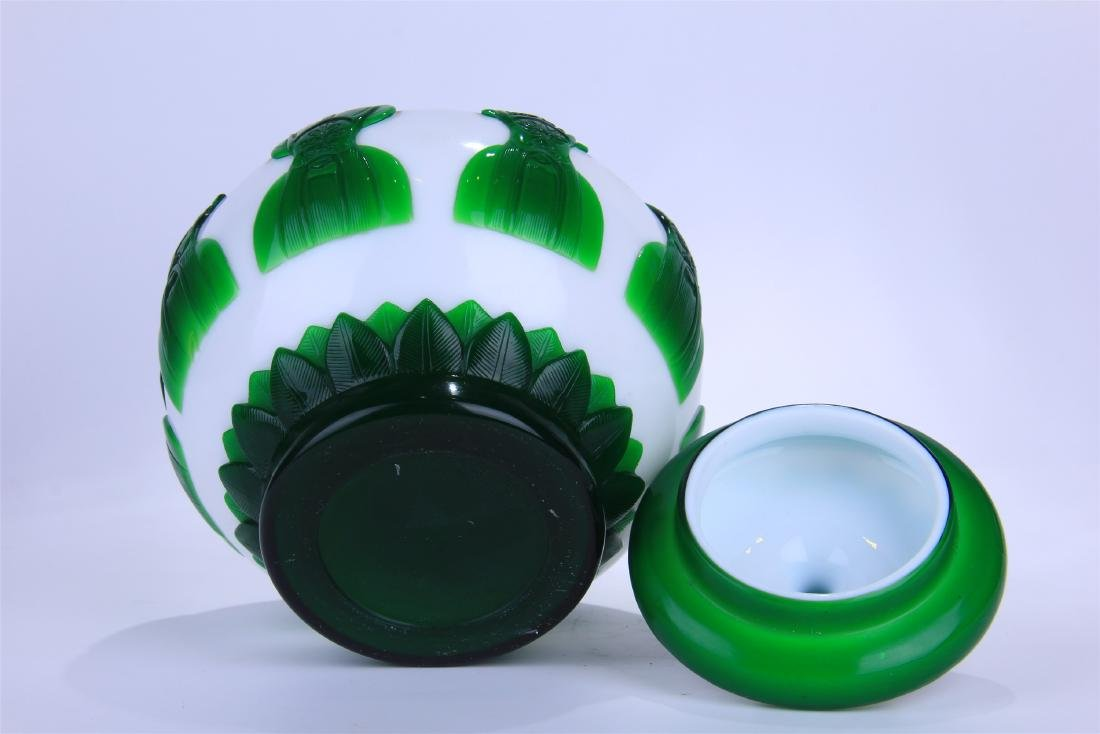 CHINESE DOUBLE COLOR GREEN AND WHITE PEKING GLASS - 6