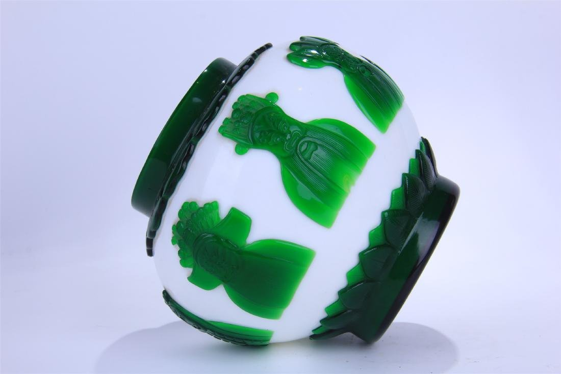 CHINESE DOUBLE COLOR GREEN AND WHITE PEKING GLASS - 7