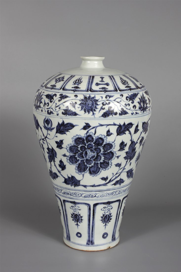 CHINESE PORCELAIN BLUE AND WHTIE PEONY MEIPING VASE