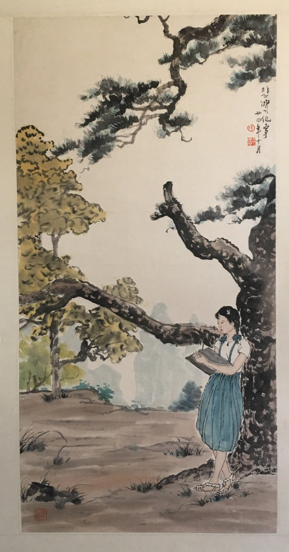 CHINESE SCROLL PAINTING OF GIRL READING UNDER TREE