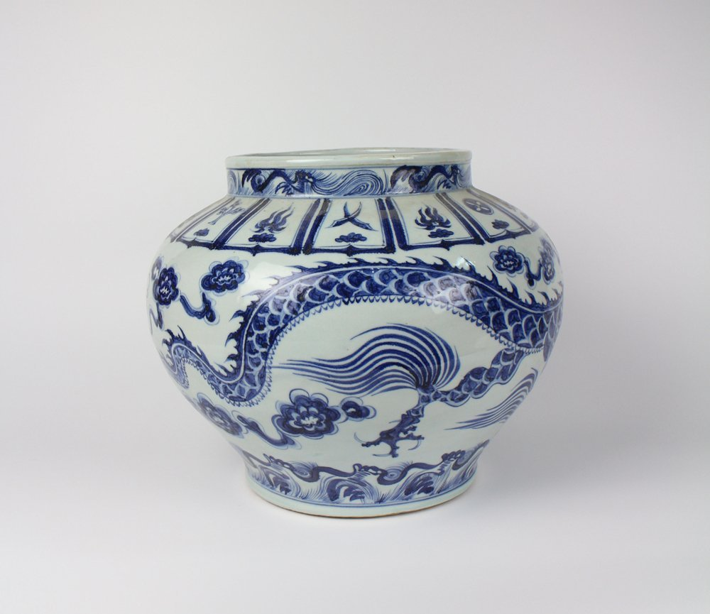 CHINESE PORCELAIN BLUE AND WHITE DRAGON JAR - 2