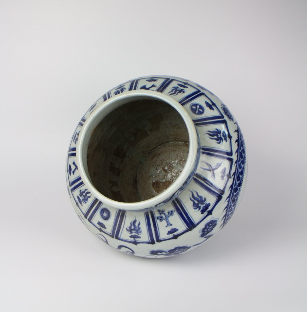 CHINESE PORCELAIN BLUE AND WHITE DRAGON JAR - 4