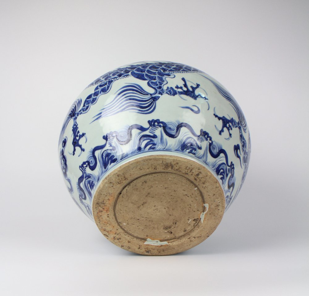 CHINESE PORCELAIN BLUE AND WHITE DRAGON JAR - 5