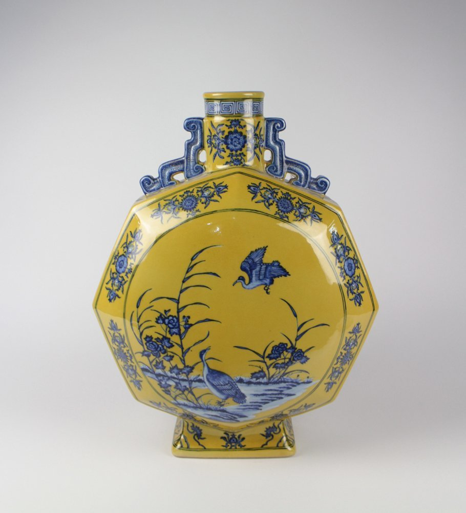 CHINESE PORCELAIN YELLOW GROUND BLUE AND WHITE GOOSE