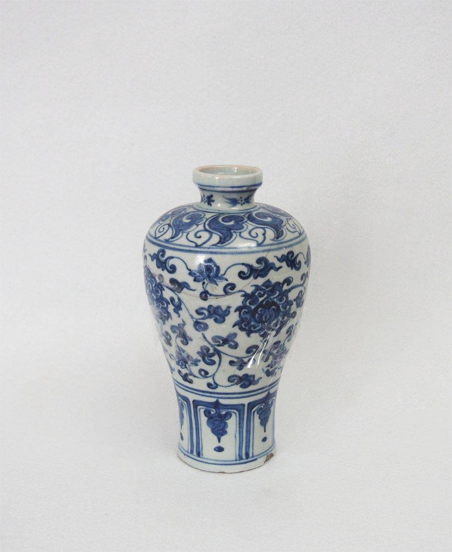 CHINESE PORCELAIN B/W MEIPING VASE