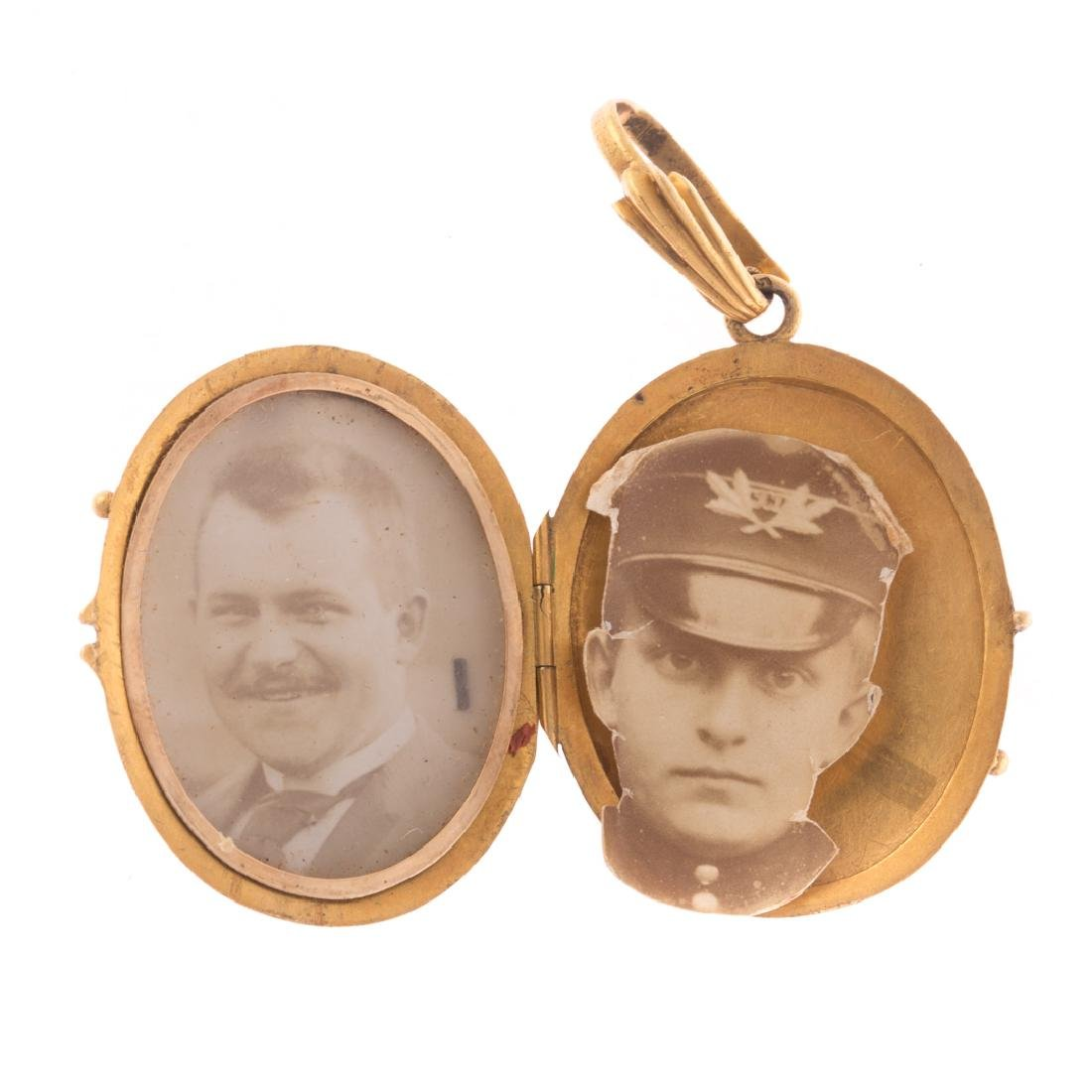 A Pair of Lockets Accompanied by Chains - 4