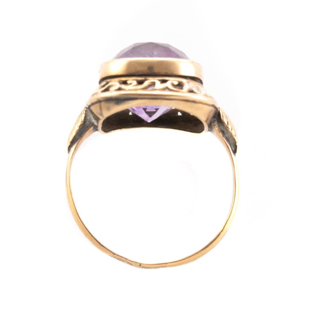 A Victorian Amethyst Ring in Gold - 3