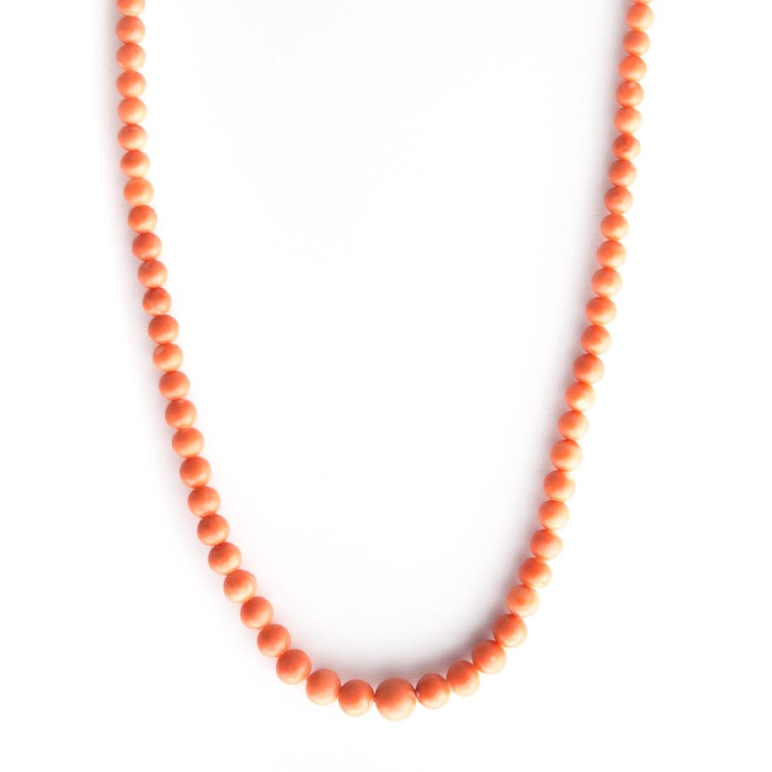 A Strand of Coral Beads and Coral Ring in Gold - 4