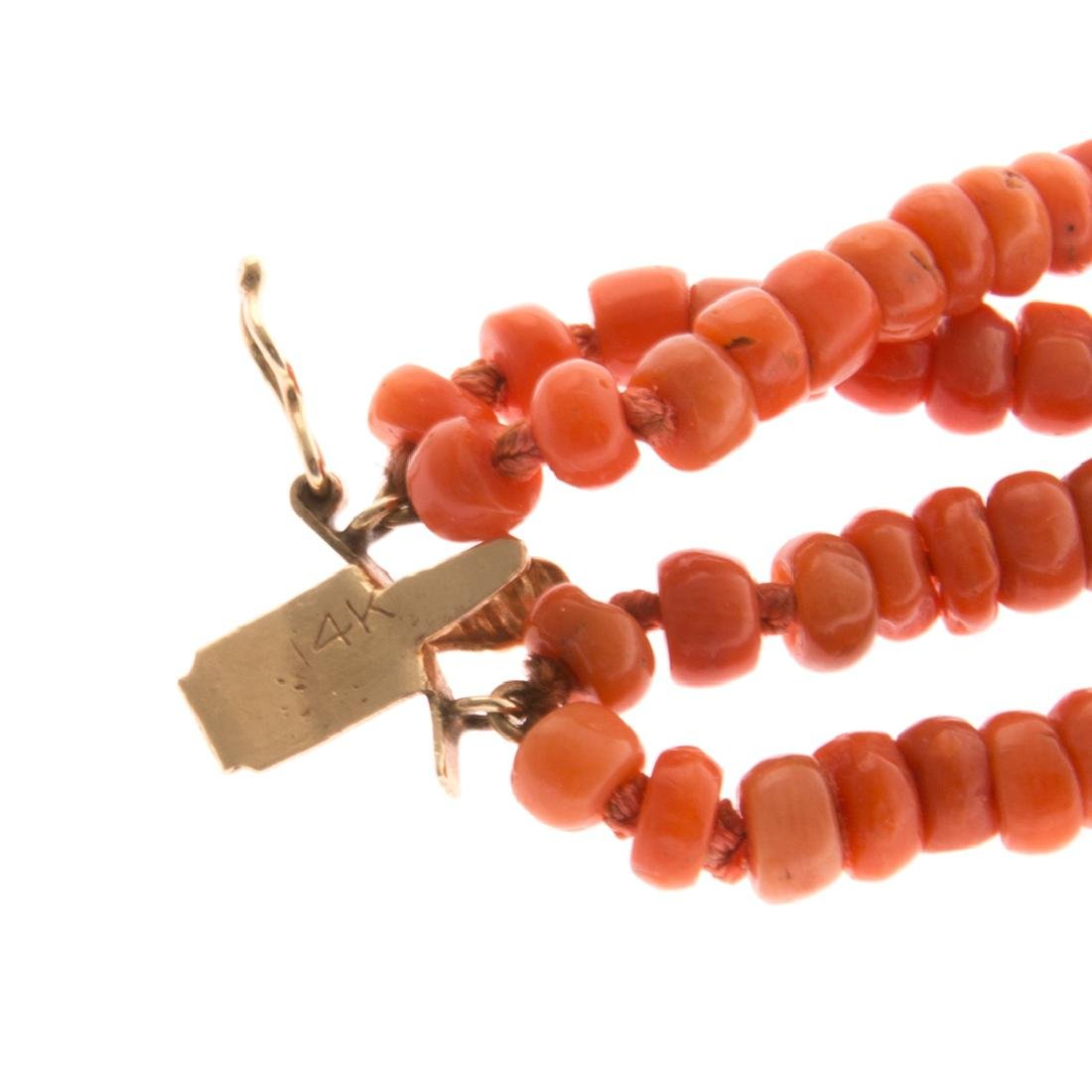 A Lady's Four Strand Coral Bracelet & Gold Clasp - 4