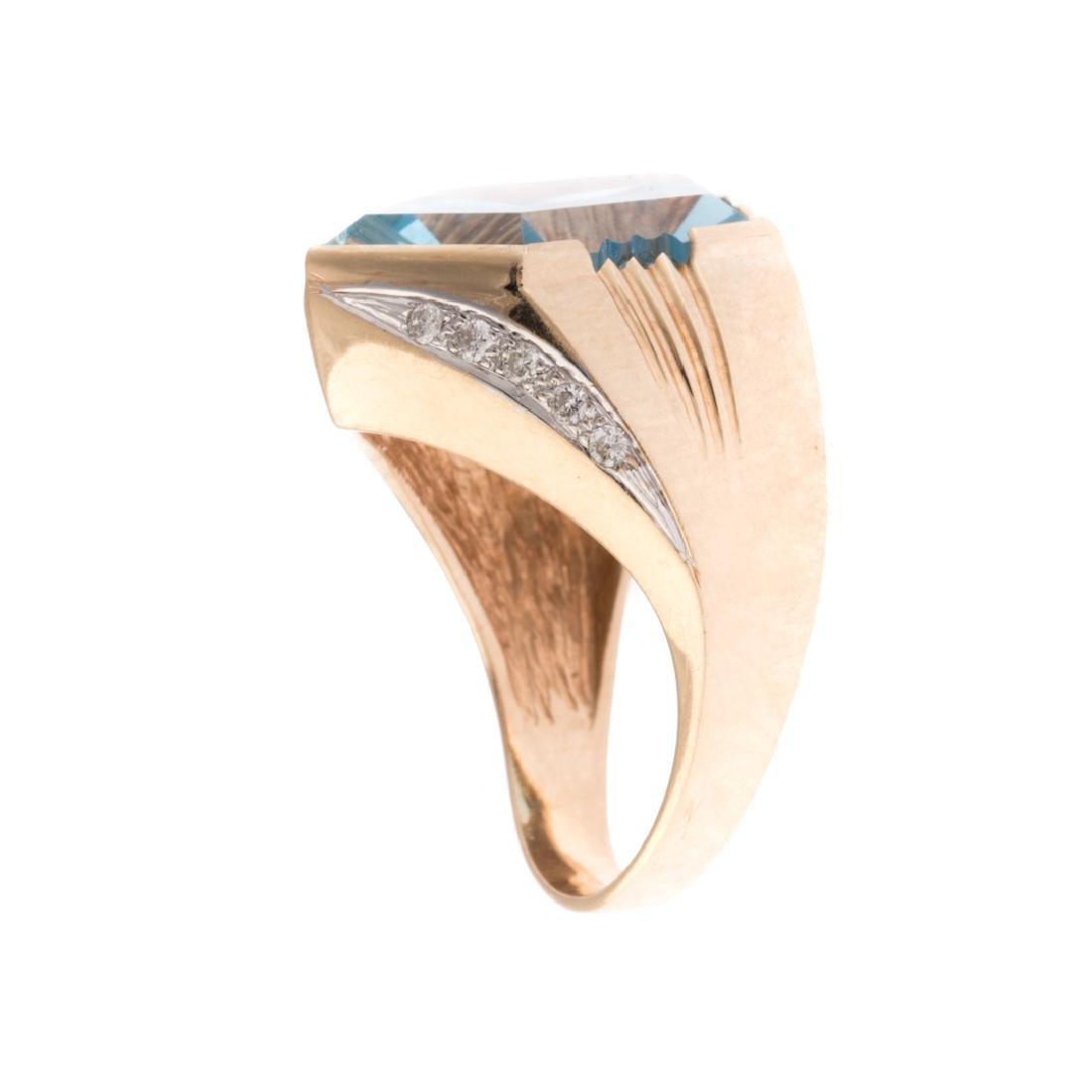 A Lady's Contemporary Blue Topaz & Diamond Ring - 2