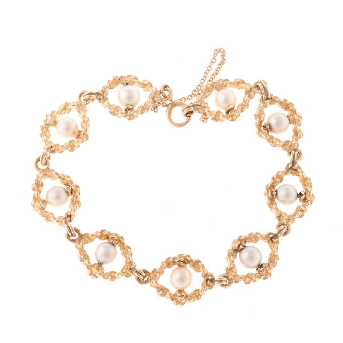 A Lady's Pearl Bracelet in 14K Gold