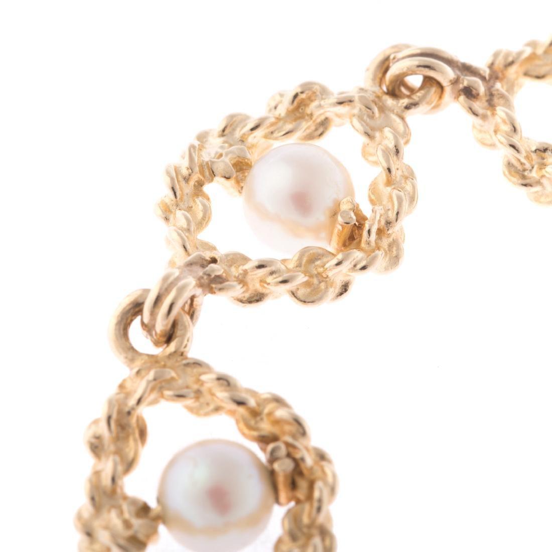A Lady's Pearl Bracelet in 14K Gold - 2