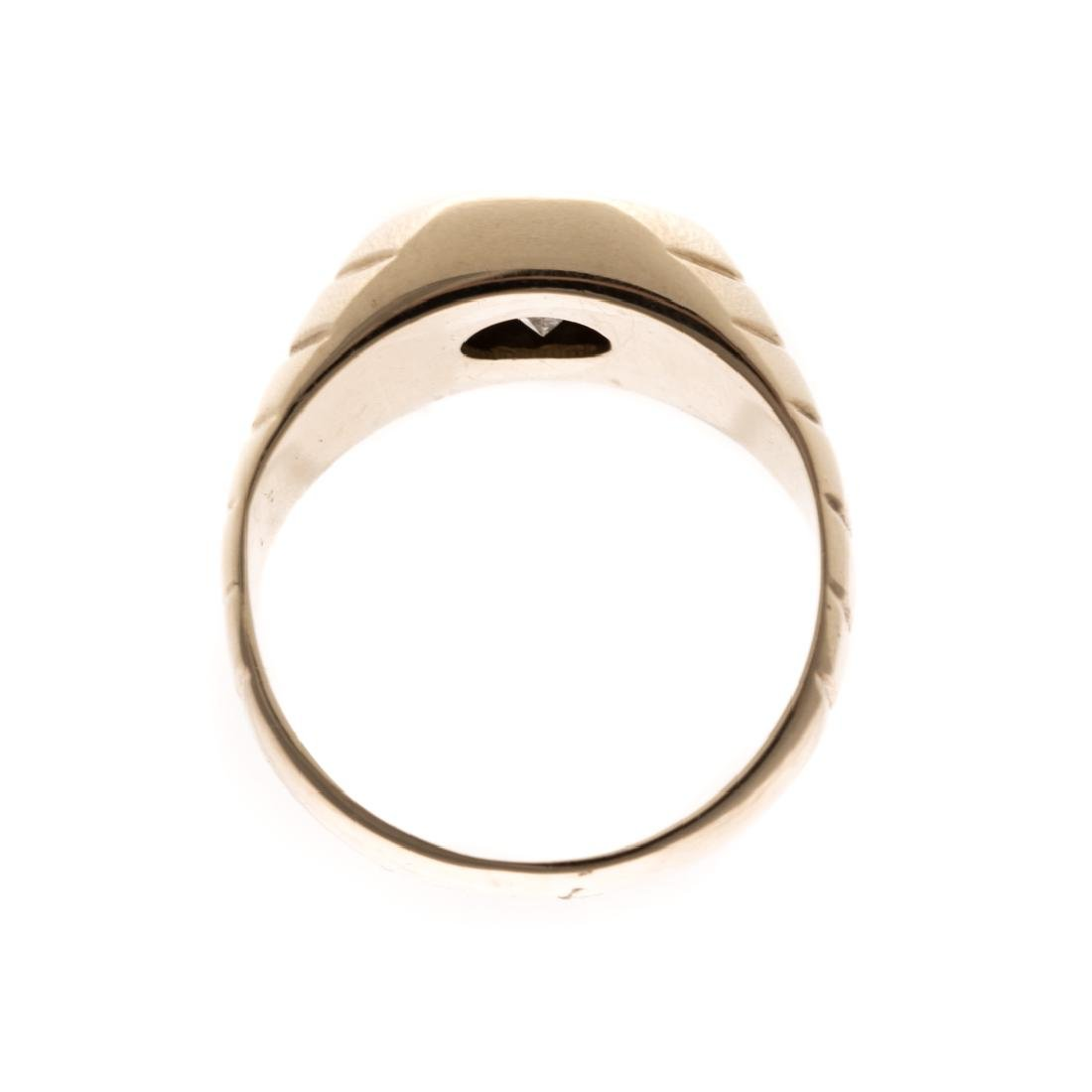 A Gentleman's Diamond Ring in 14K Gold - 3