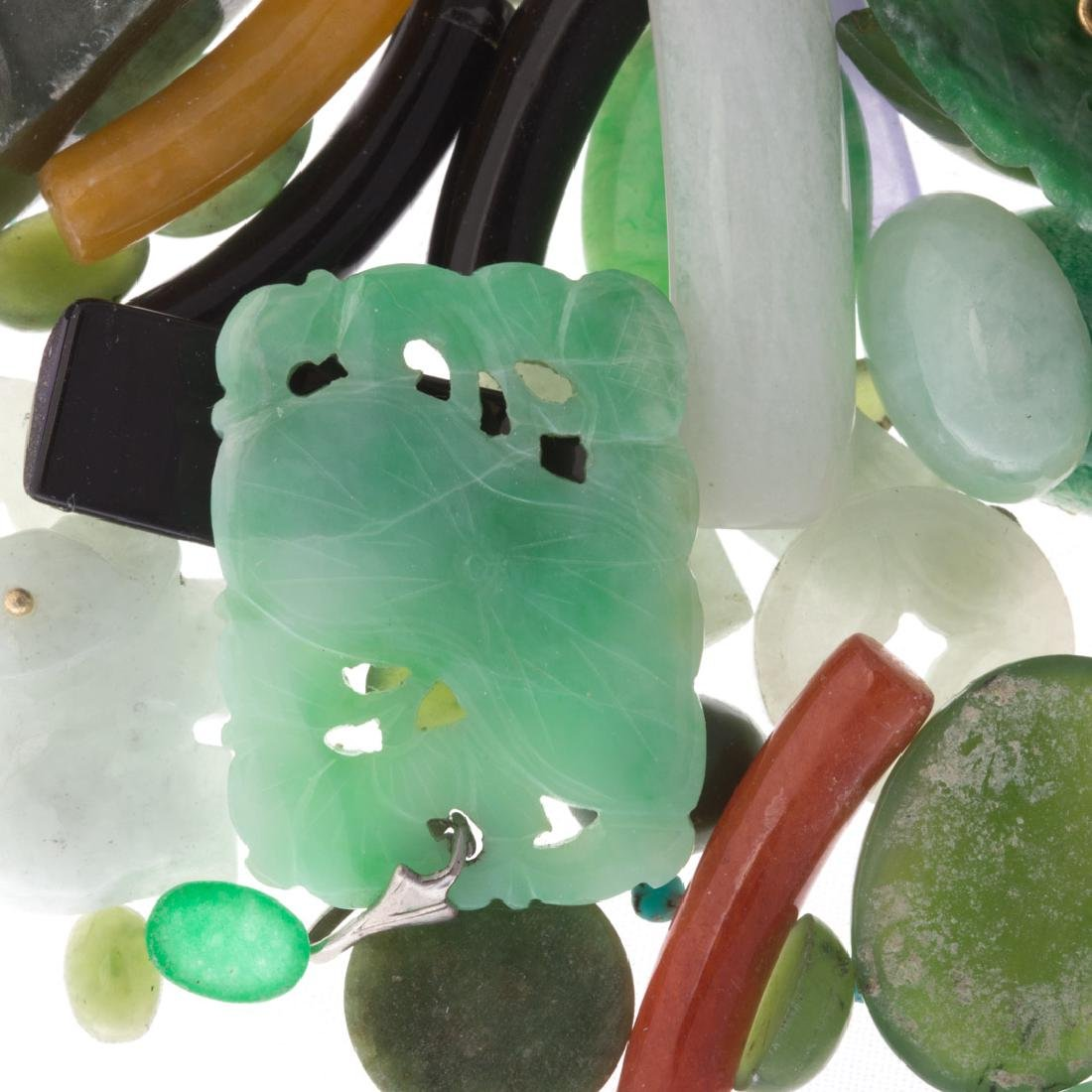 A Bag of Loose Jade and Nephrite - 4