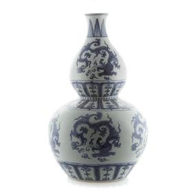 Large Chinese blue and white double gourd vase