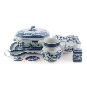 Five Mottahedeh Chinese Export style articles