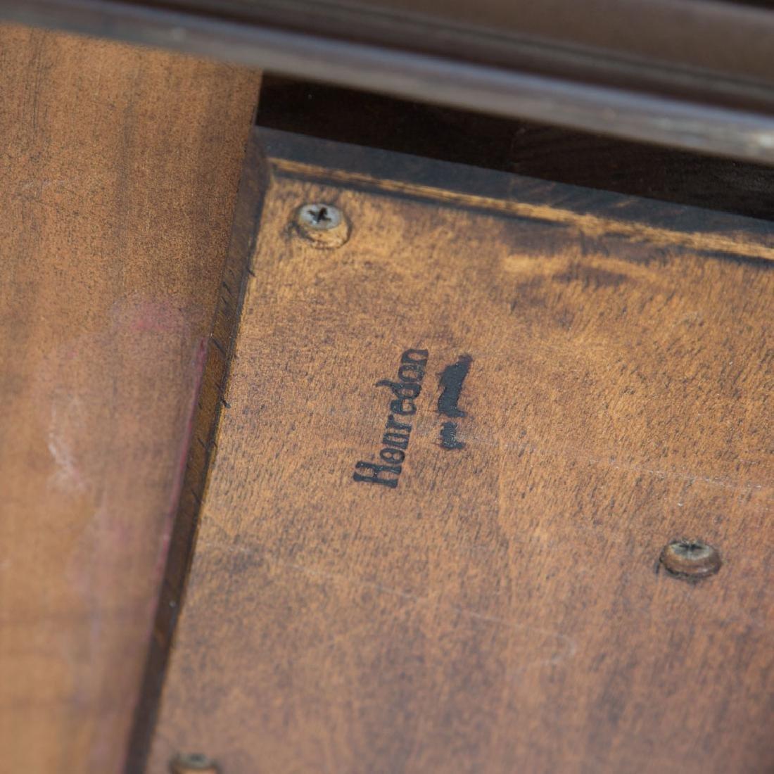 Henredon George III style walnut dining table - 3