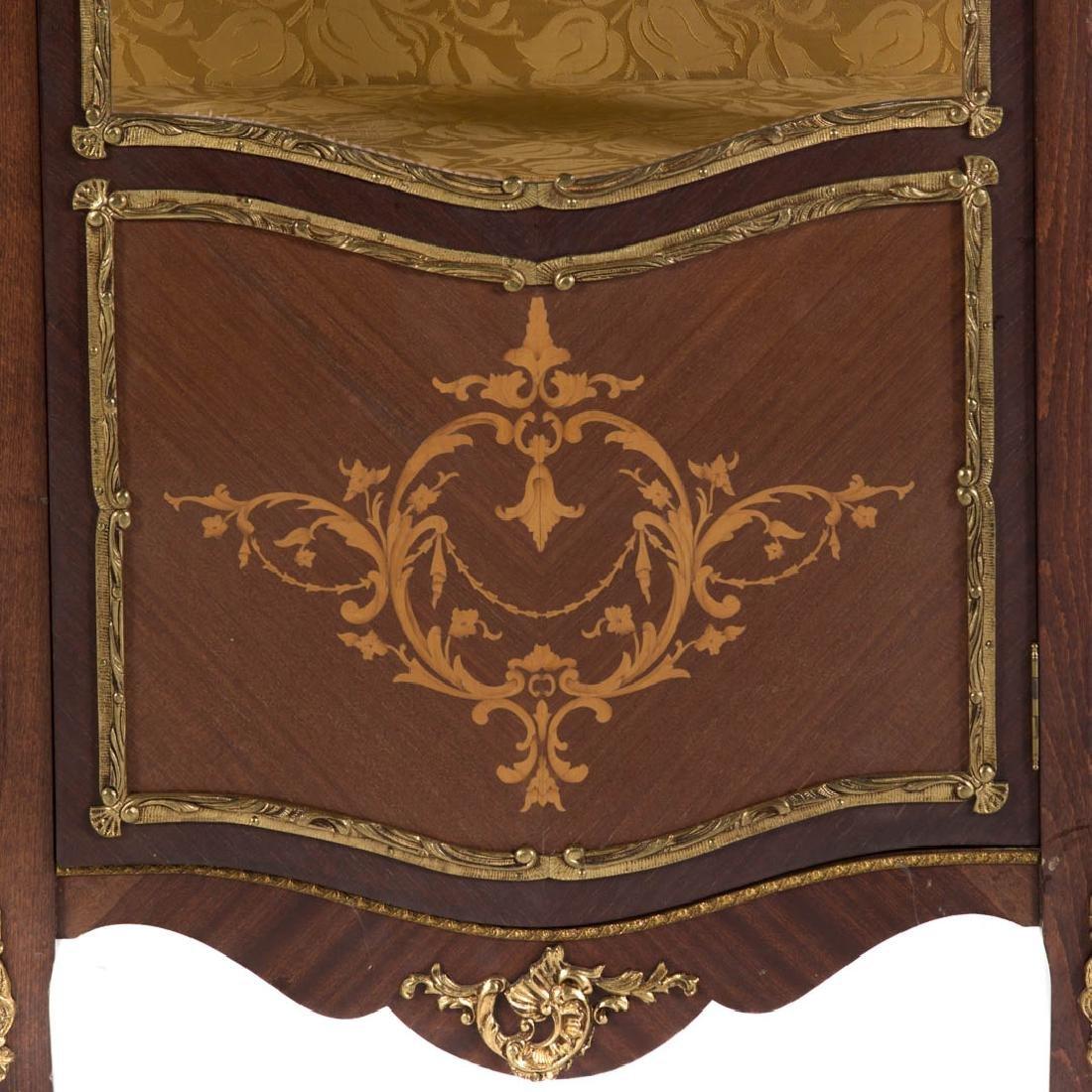 Louis XV inlaid and brass mounted vitrine - 2