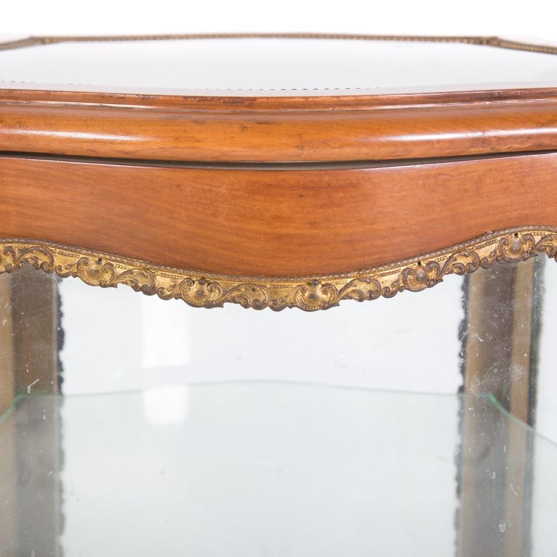 Louis XV style fruitwood brass mounted vitrine - 4