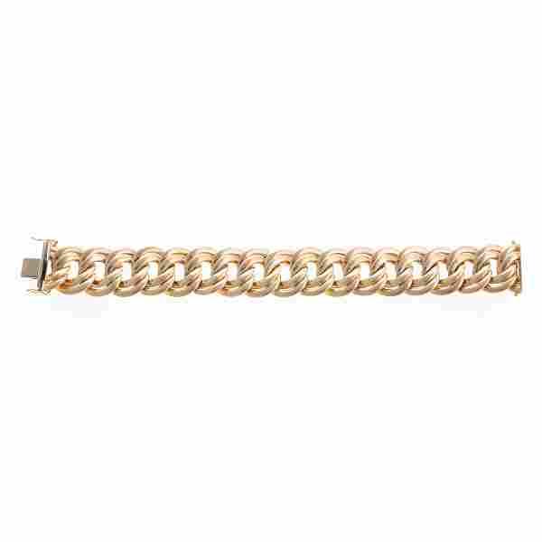 A Lady's Double Link Oval Bracelet in 14K Gold