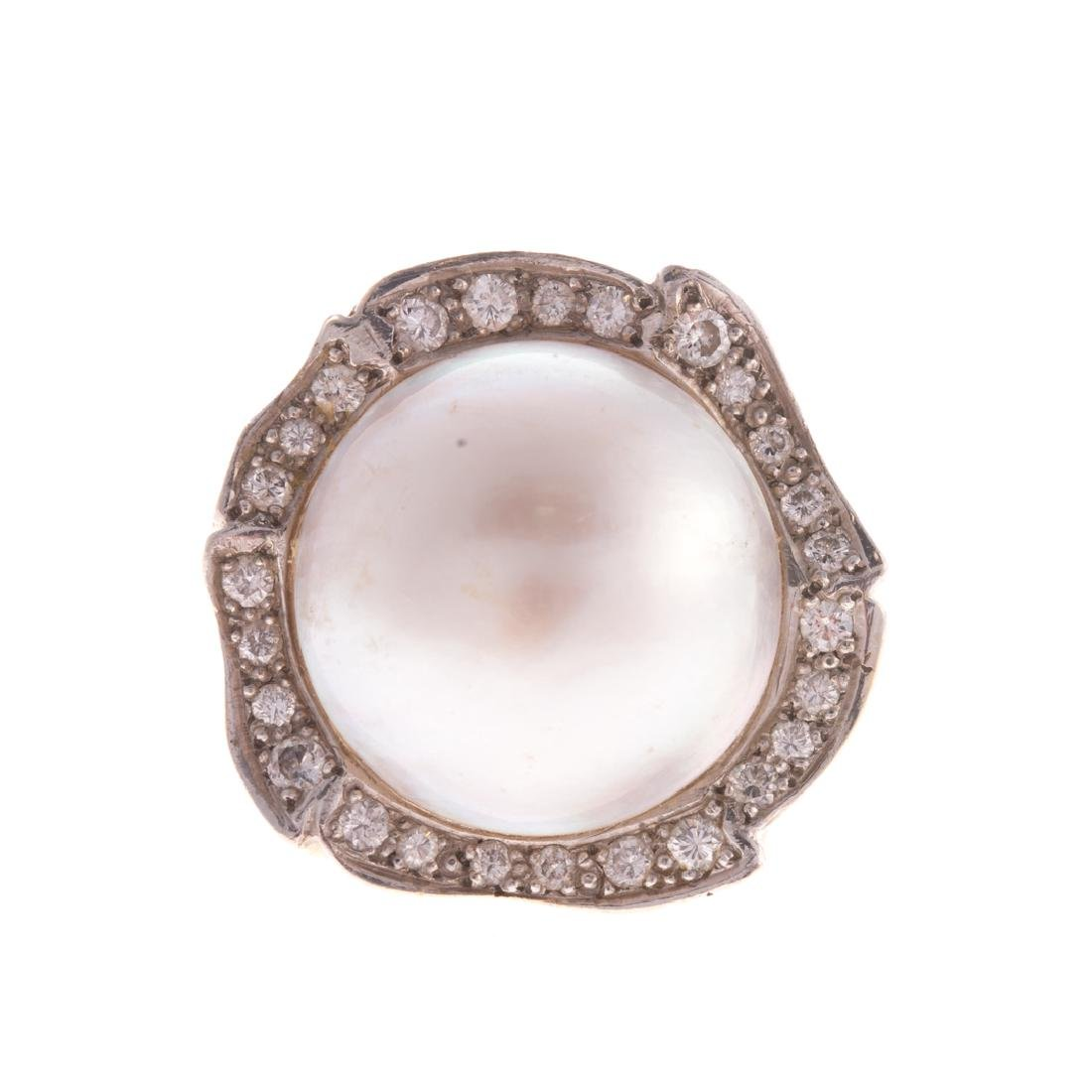 A Lady's 14K Mabe Pearl and Diamond Ring