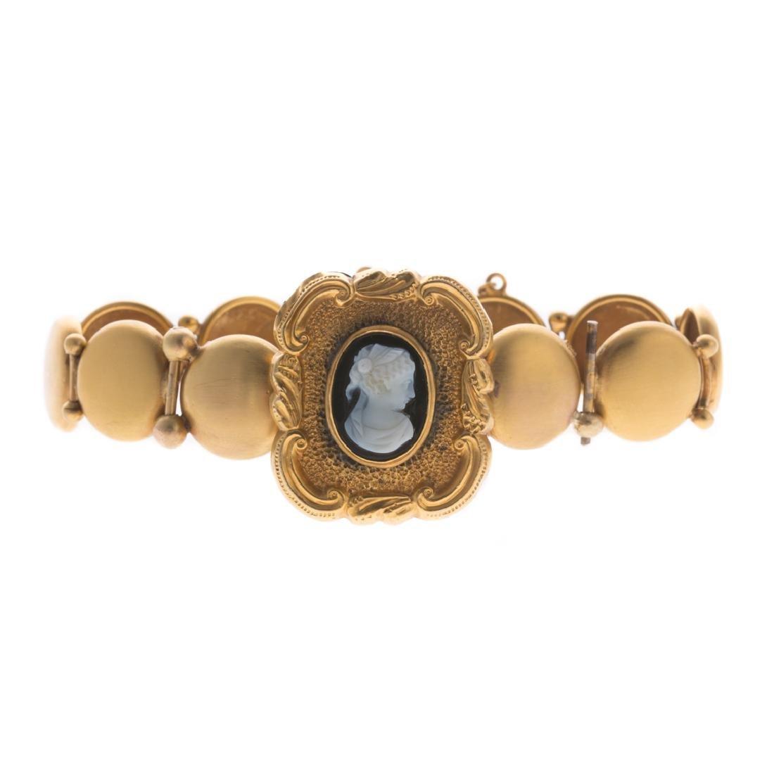 A Lady's Onyx Cameo Bracelet in Gold