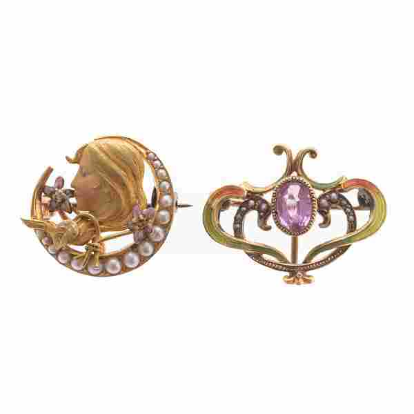A Pair of Art Nouveau Brooches with Enamel in Gold