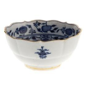 """Meissen porcelain """"Blue Onion"""" serving bowl"""
