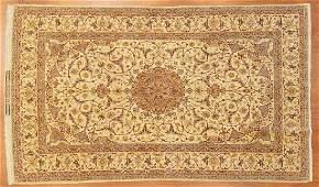 Fine Persian Ispahan rug approx 49 x 81