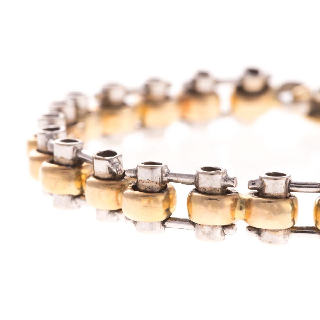 A Lady's Heavy Link Bracelet in 14K - 2