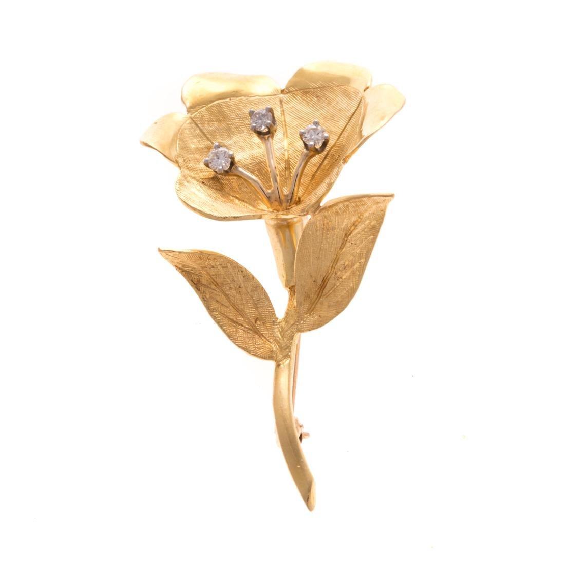 A Lady's Flower Brooch in 18K Gold