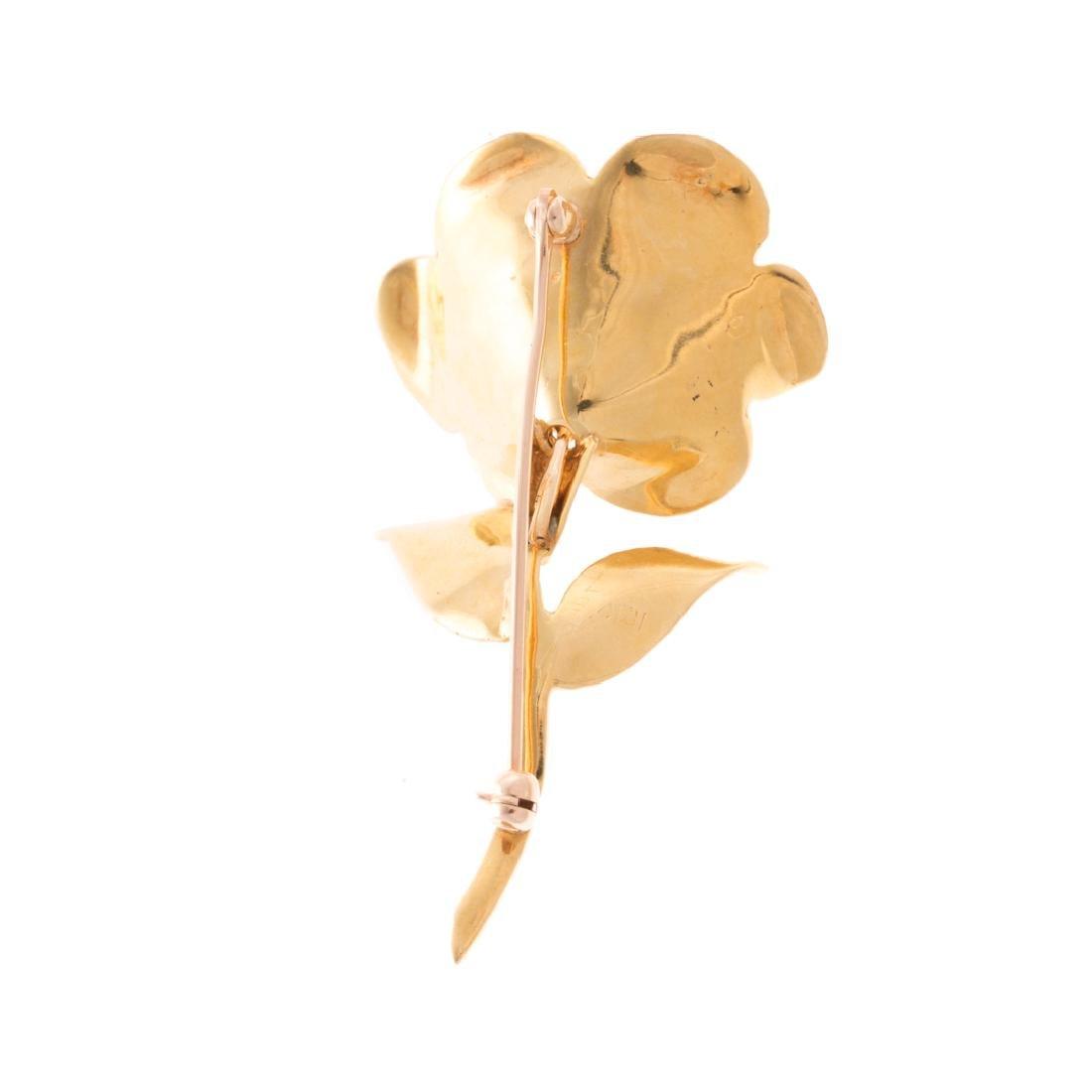 A Lady's Flower Brooch in 18K Gold - 3