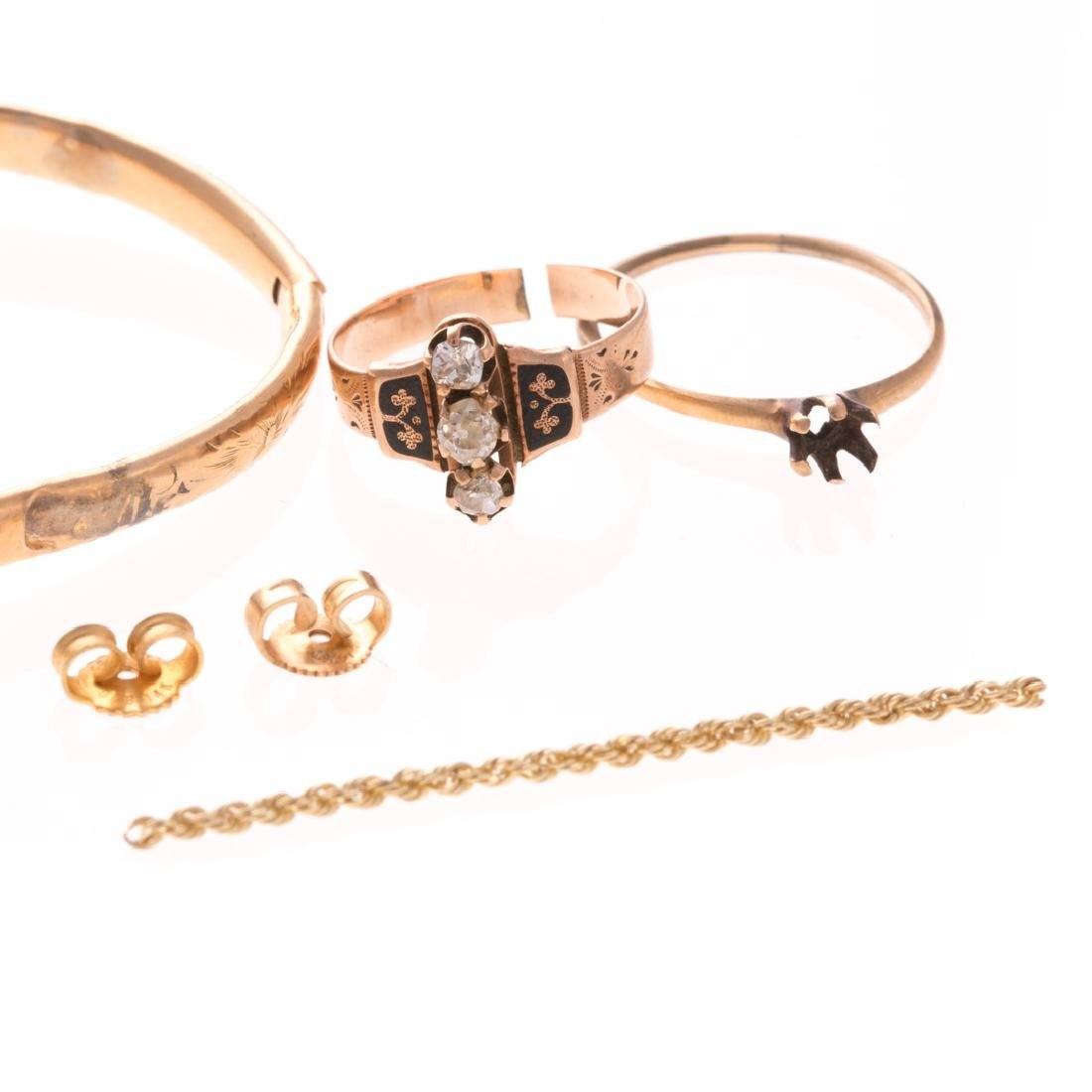 A Collection of Lady's Jewelry in Gold - 2