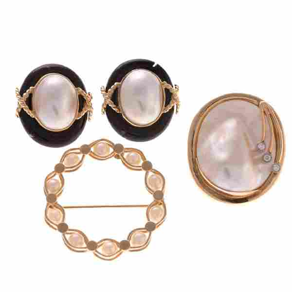 A Pair of Pearl Earrings & 2 Pearl Pins