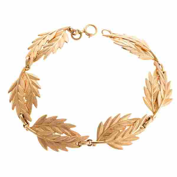 A Lady's Double Feather Link Bracelet in 14K Gold