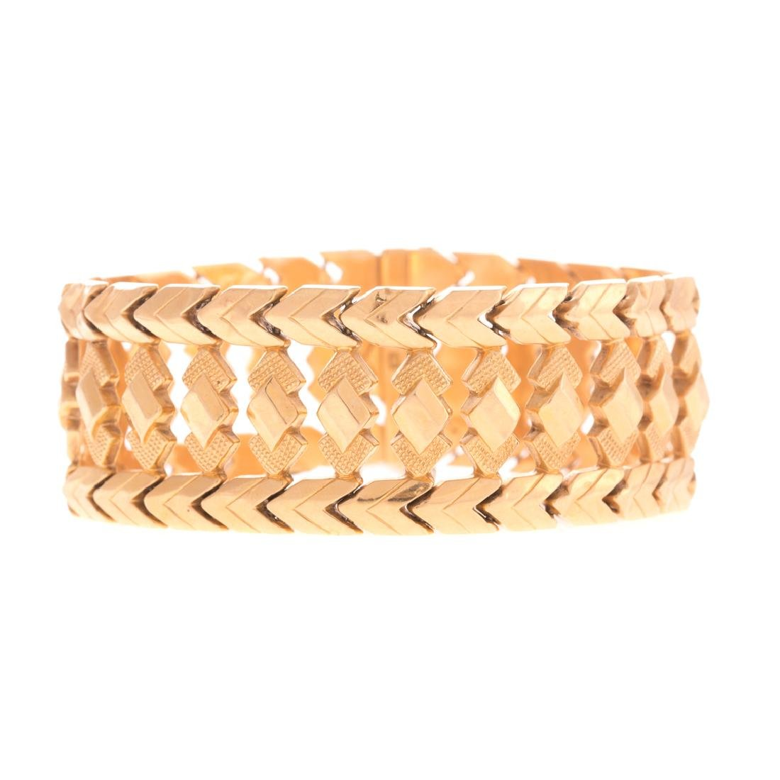 A Lady's Retro Bracelet in 18K Gold