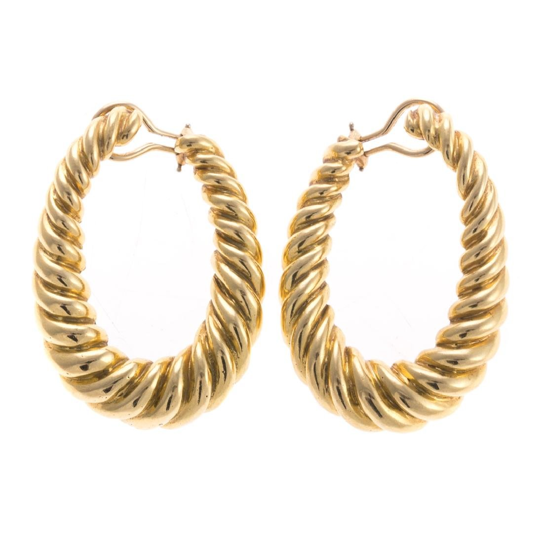 A Pair of Lady's Oval Rope Earrings in 18K