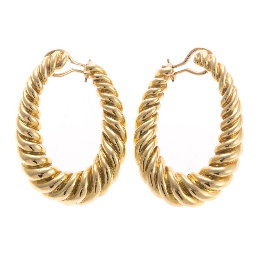 A Pair of Lady's Oval Rope Earrings in 18K
