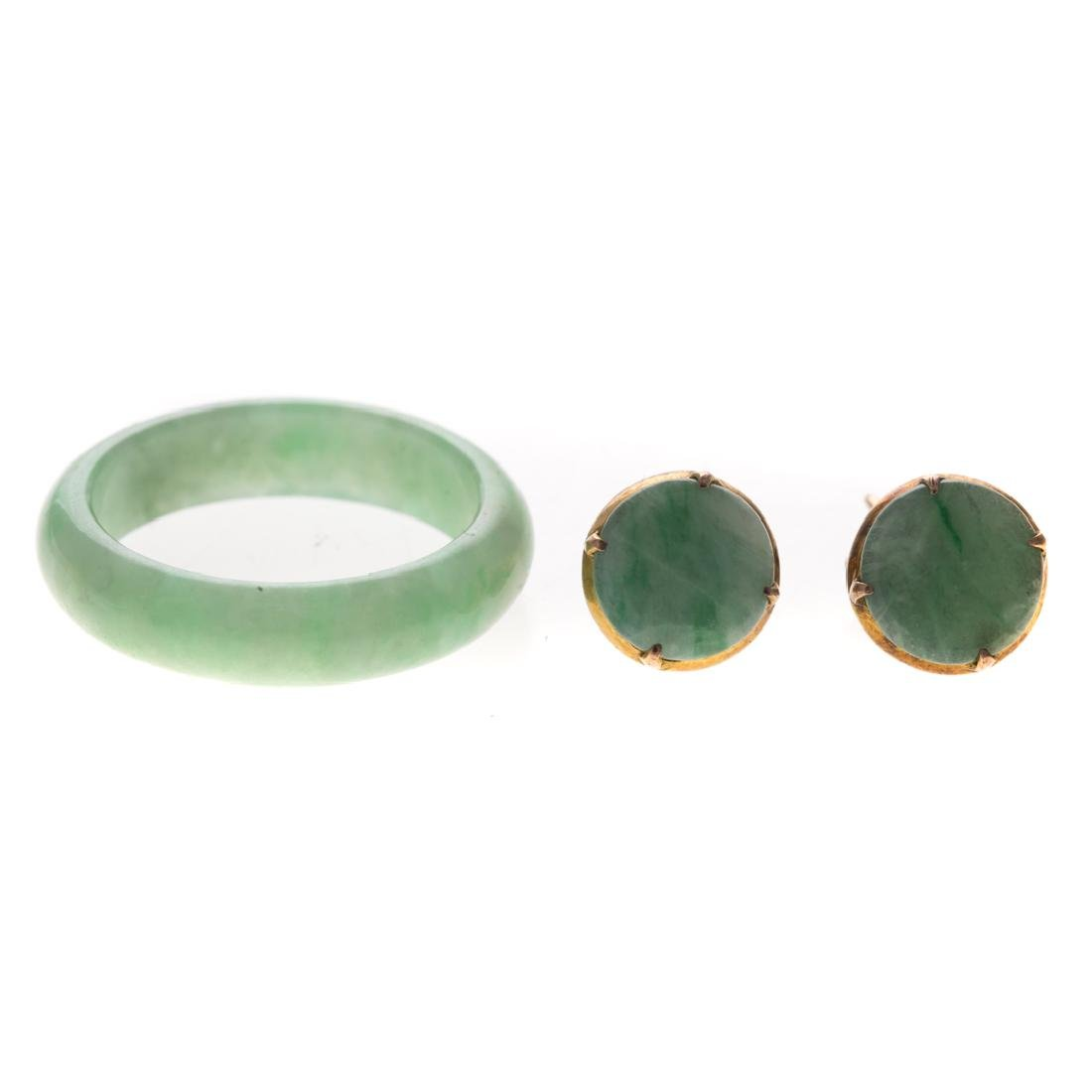 A Lady's Jade Ring & Jade Earrings in 14K