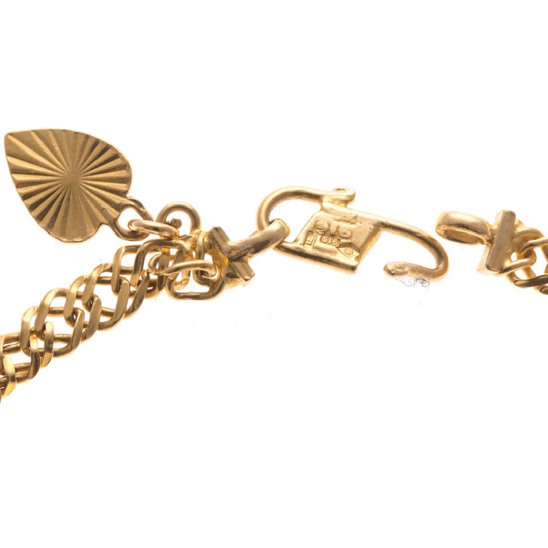 A Lady's 22K Flat Curbed Link Bracelet - 3