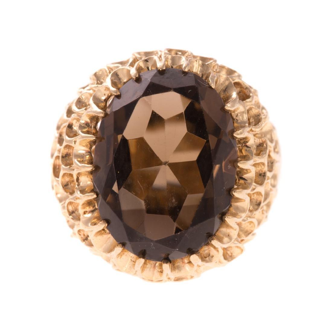 A Lady's 14K Oval Smokey Quartz Ring