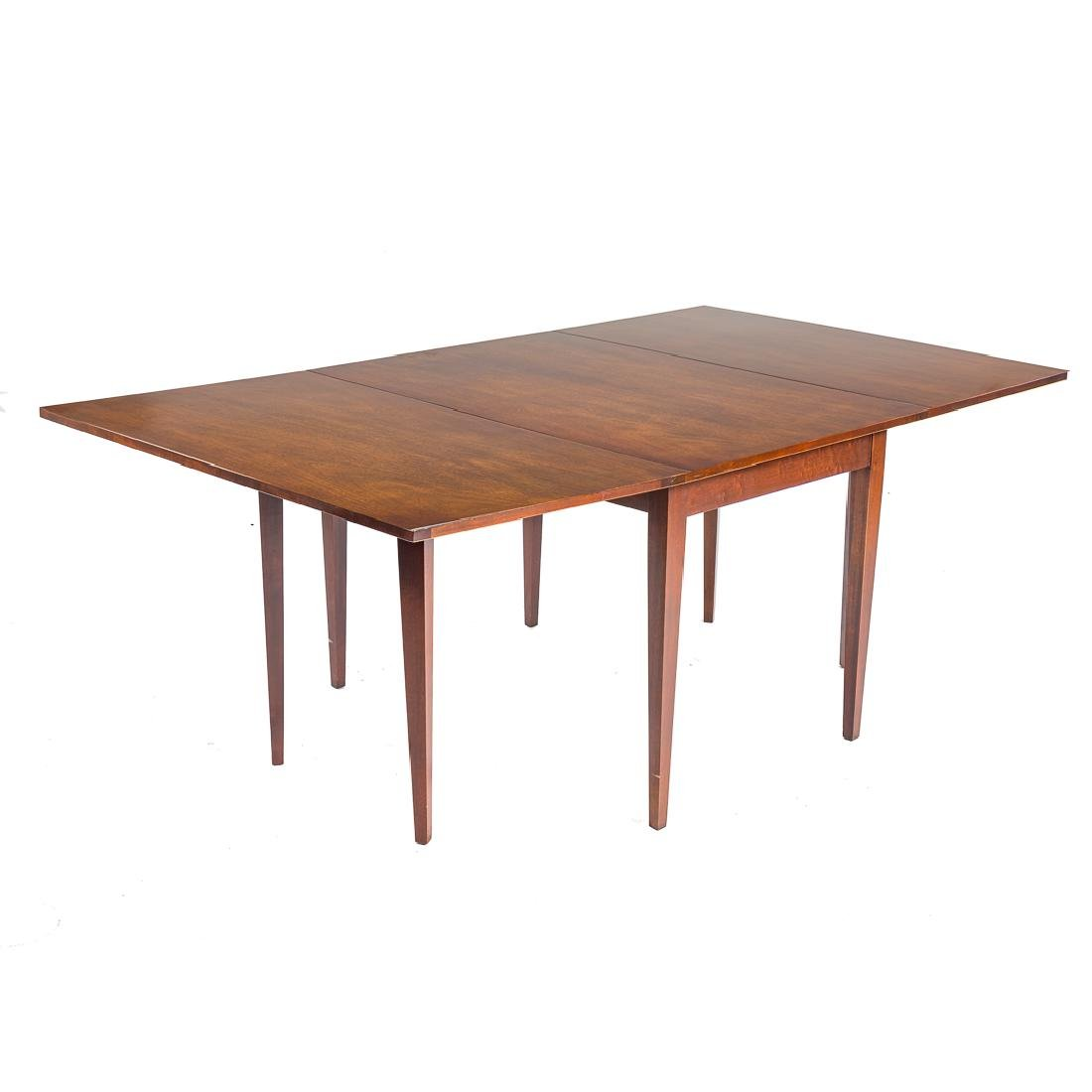Federal style mahogany drop leaf dining table,