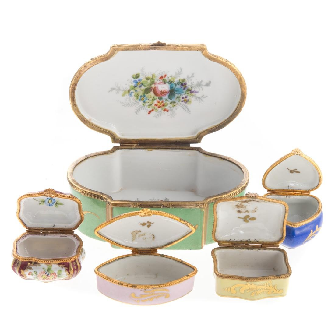 Five French porcelain vanity boxes - 3