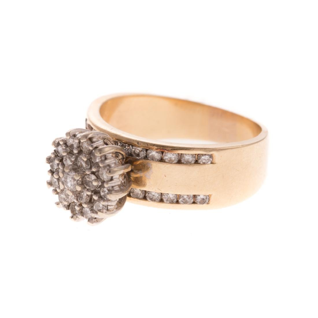 A Lady's Diamond Pendant and Cluster Ring in Gold - 4
