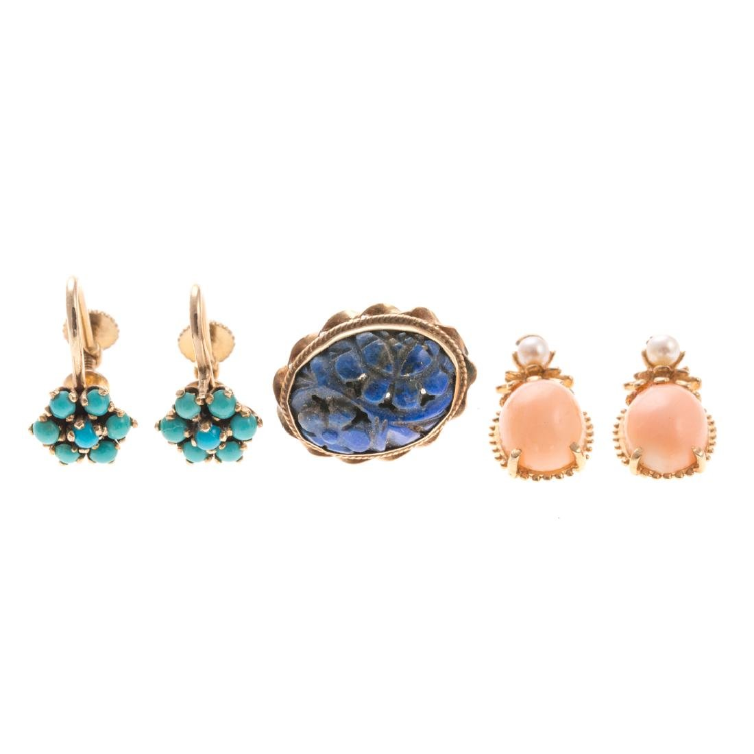 A Collection of Lady's Gold Earrings & Pendants