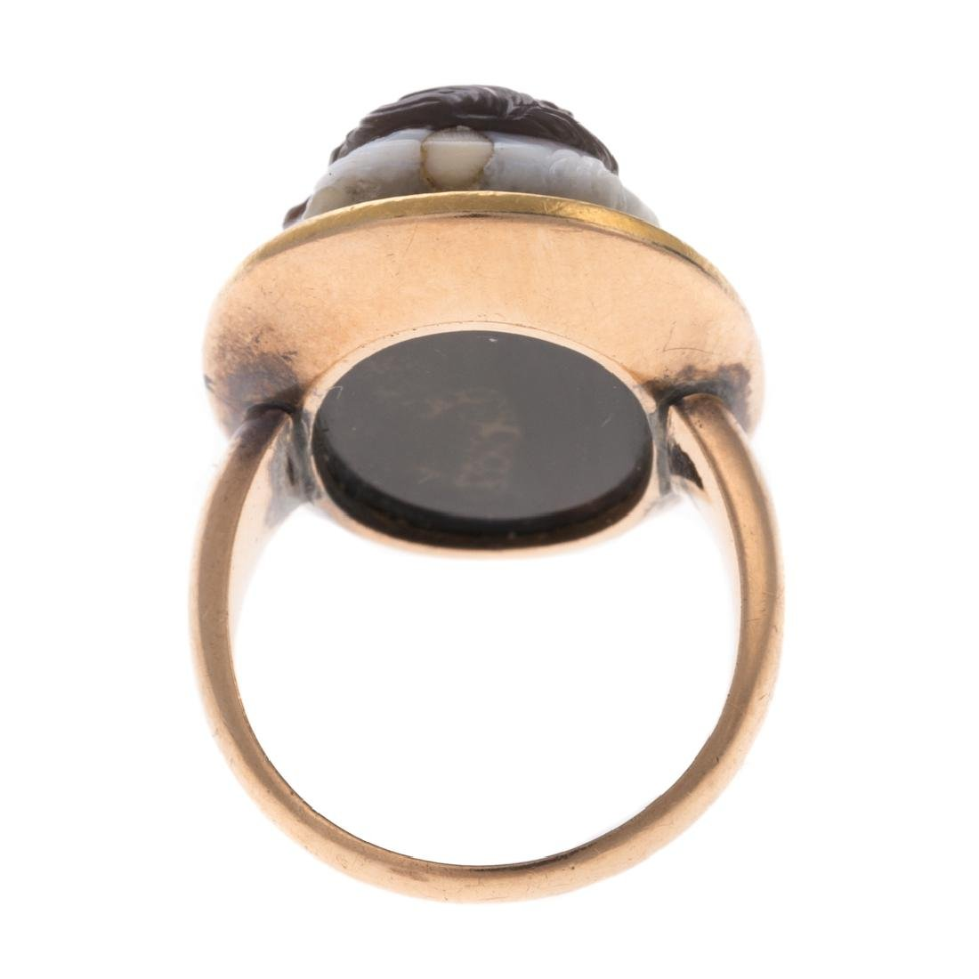 A Double Cameo Sardonyx Ring in 14K Gold - 4