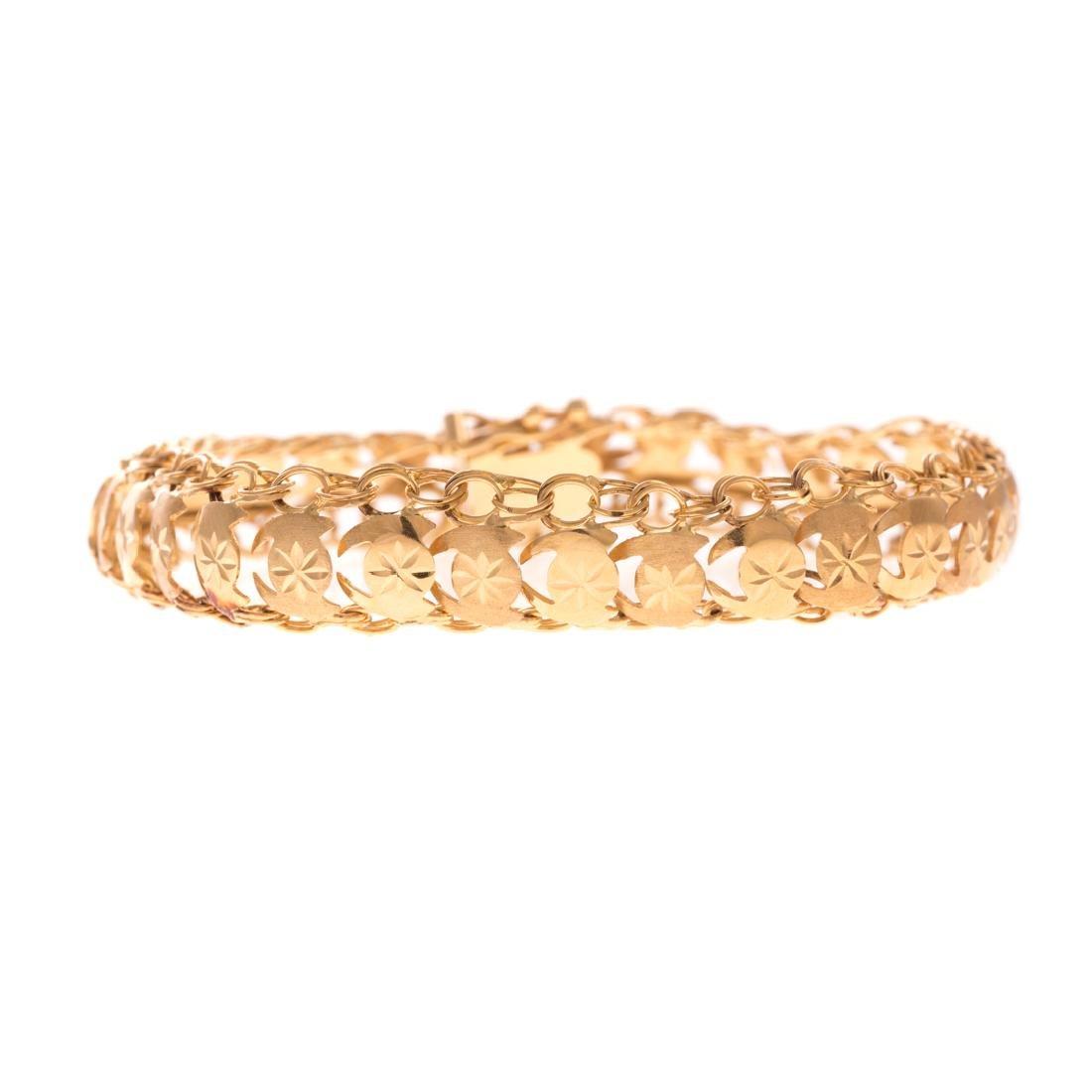 A Lady's Woven Bracelet in 18K Yellow Gold