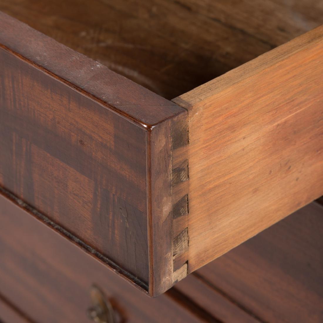 George III style mahogany bachelor's chest - 4